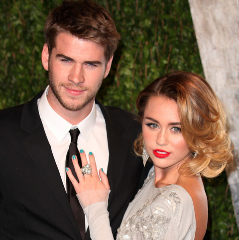 miley_engaged_03_wenn3755072